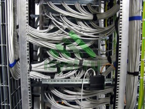 Шкаф СКС - задняя часть (проект, монтаж, обслуживание СКС, ВОЛС, ЛВС)