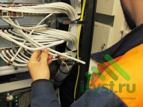 Зачистка и обрезка лишних проводов серверной СКС