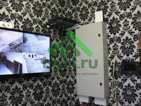 Видеорегистратор RVi с выводом на экран TV