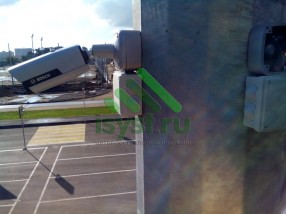 Смонтированная камера видеонаблюдения (монтаж и техническое обслуживание систем видеонаблюдения)