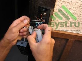 Термоусадка проводов вызывной панели после пропайки (продажа, установка, настройка, обслуживание домофонов)