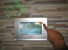Смонтированный цветной видеодомофон Commax