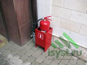 Первичное средство пожаротушения - огнетушитель (установка на улице)